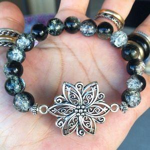 Black and white glass beads lotus flower bracelet